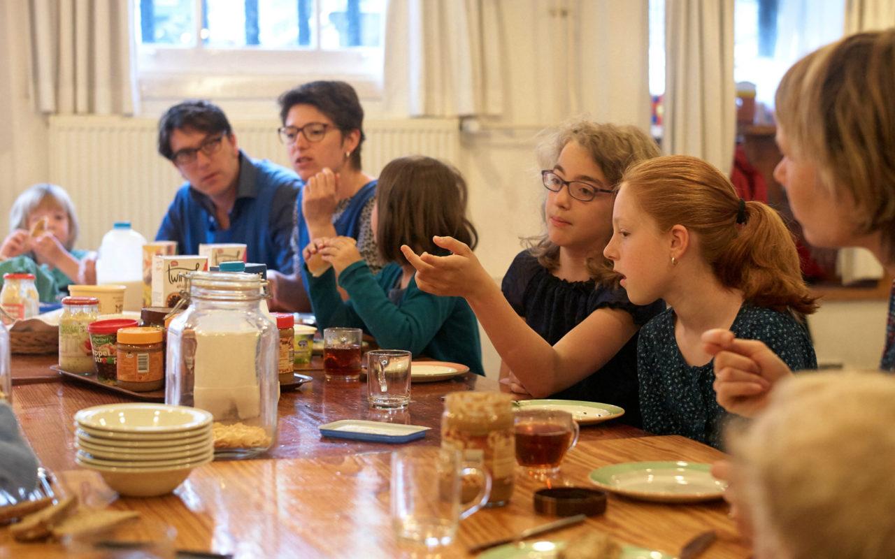Rosaliene woont met haar gezin op de Amsterdamse Wallen