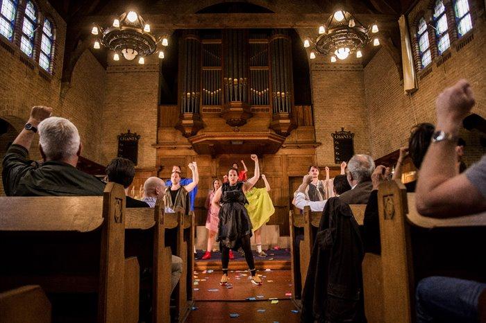 Theatergezelschap Vloeken in de Kerk op zoek naar multicultureel geluk