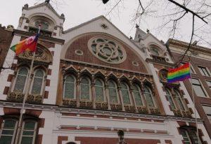 Amsterdamse protestantse kerken hijsen regenboogvlag tegen Nashville-verklaring